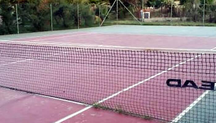 Baia di Zambrone Camping a Zambrone - campo da tennis
