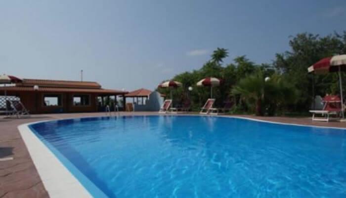 Baia di Zambrone Camping a Zambrone - la piscina