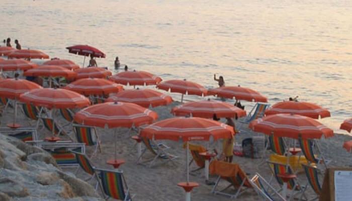 Baia di Zambrone Camping a Zambrone - la spiaggia