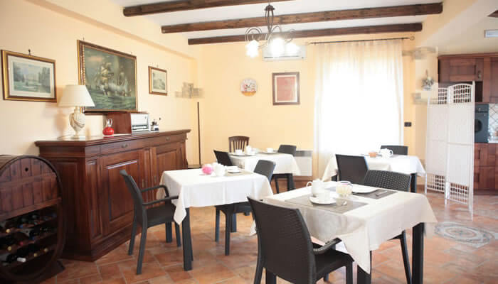 Bed and Breakfast Villa Isa a Sant'Angelo di Drapia - sala colazione