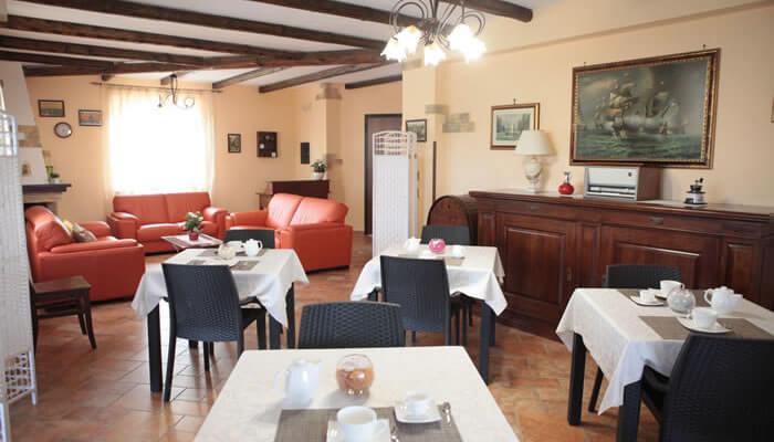 Bed and Breakfast Villa Isa a Sant'Angelo di Drapia - sala colazione2