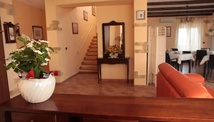 Bed and Breakfast Villa Isa a Sant'Angelo di Drapia - sala e le scale