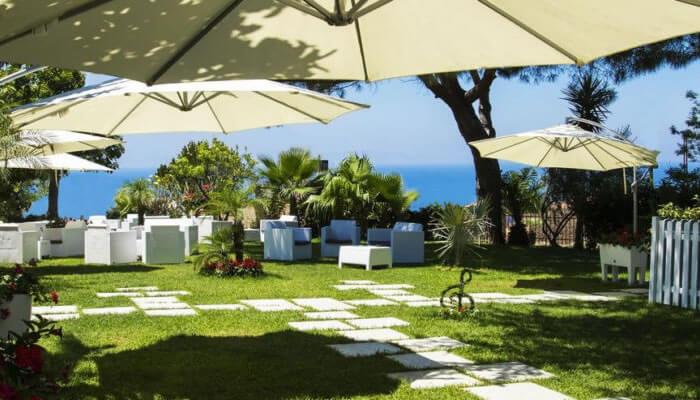 Hotel Ristorante La Bussola, Capo Vaticano - giardino