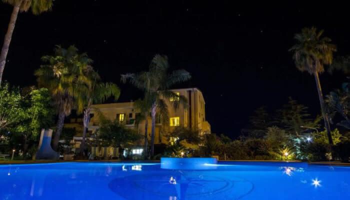 Hotel Ristorante La Bussola, Capo Vaticano - la piscina di sera
