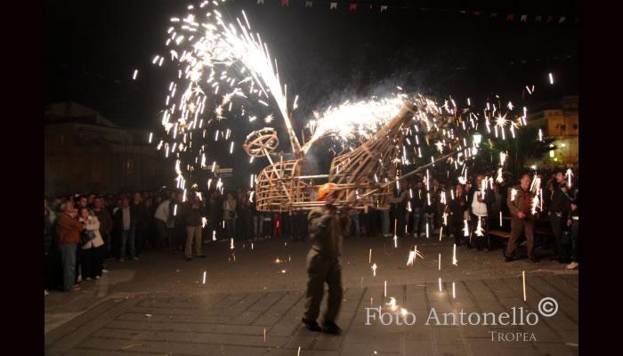 I tri da cruci, festa popolare di Tropea - u camiuzzo