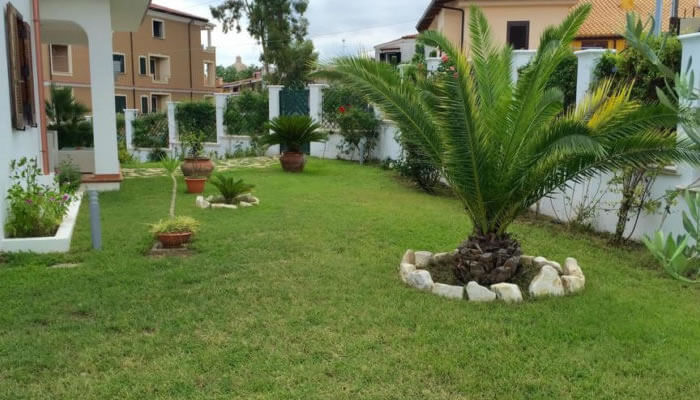 Villa il Barone, Tropea - giardino di giorno