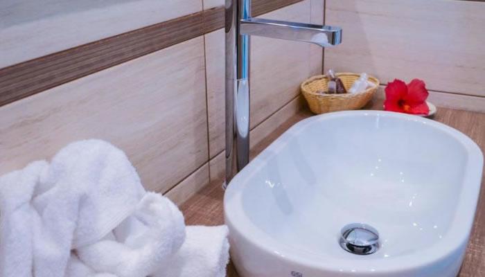 Villaggio Hotel Baia del Godano a Capo Vaticano - bagno il lavandino