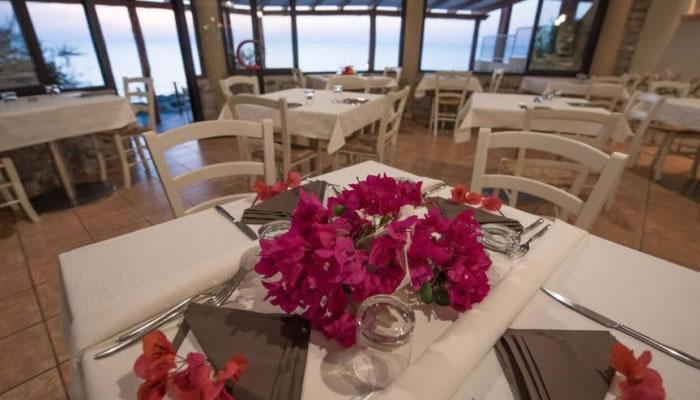 Villaggio Hotel Baia del Godano a Capo Vaticano - la colazione