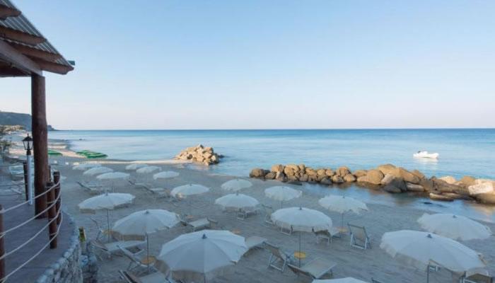 Villaggio Hotel Baia del Godano a Capo Vaticano - la spiaggia