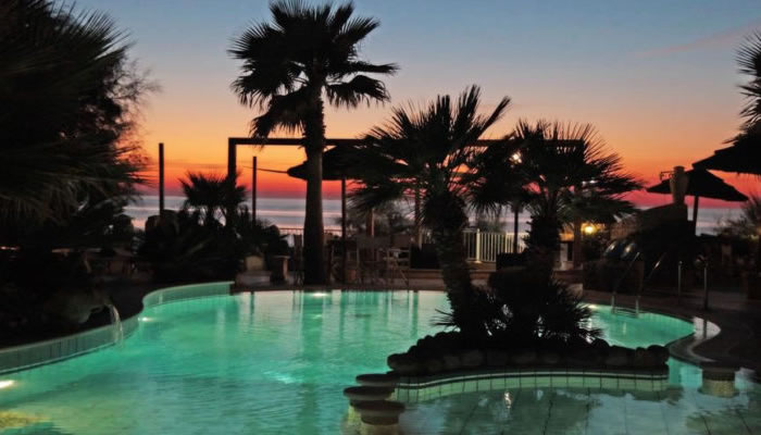 Villaggio Hotel Baia del Godano a Capo Vaticano - piscina di notte