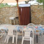 Appartamenti Pasquale giardino con tavoli per mangiare all'aperto