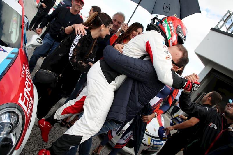 Il calabrese Iaquinta sbanca Monza e conquista il titolo della Carrera Cup Italia festeggiamenti