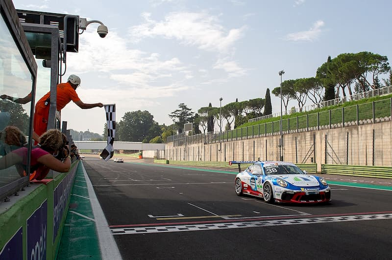 Lotta al vertice per Simone Iaquinta al Mugello nella penultima prova della Carrera Cup Italia